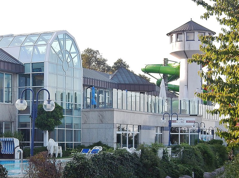 800px-ostsee therme in scharbeutz - panoramio (1)